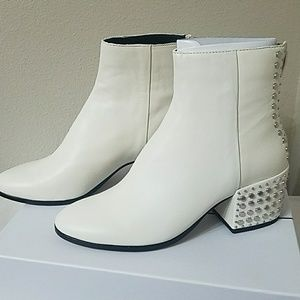 Dolce Vita Mazey Off White Leather Ankle Boots